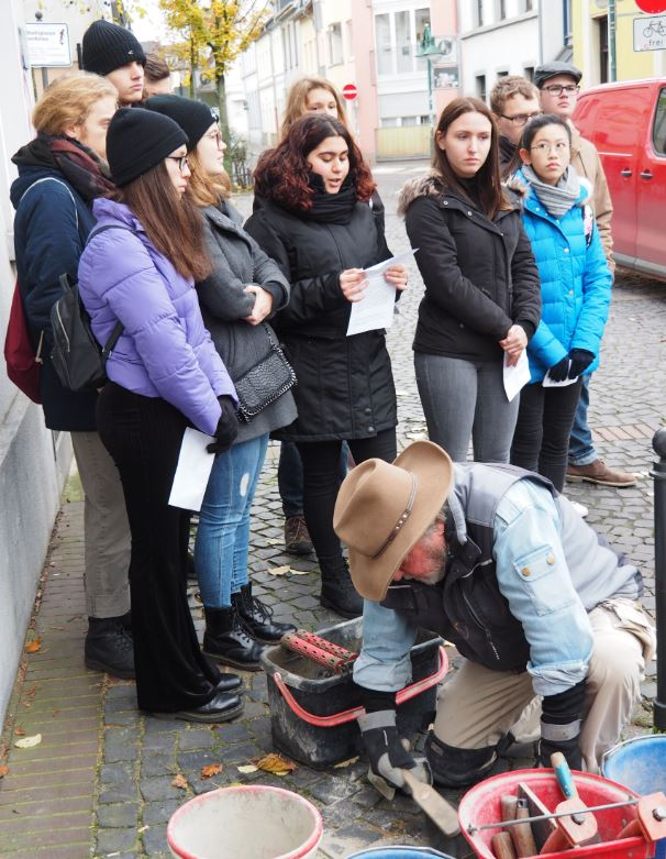 Verlegung eines Stolpersteins für Johannes Böckling am 14.11.2019 mit Schüler*innen des Maria-Sibylla-Merian-Gymnasiums